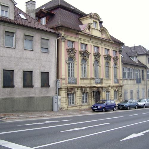Das Bild zeigt den Grafen-Gesandtenbau im früheren Zustand.