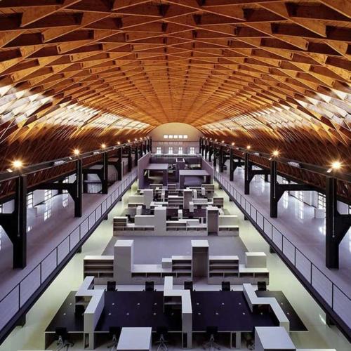 Das Foto zeigt den Innenraum der Zollinger Halle.