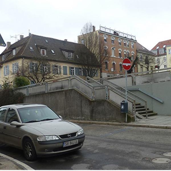 Das Foto zeigt den damaligen Zustand der Charlottenstraße.